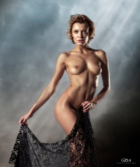 Photocreation: Gonzalo Villar – Model: Lada Brik – Photo model: Manuel Torres