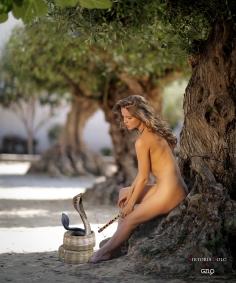 Photocreation: Gonzalo Villar – Model: Kristina Yakimova – Photos: Viktoria Ivanenko & Manuel Torres