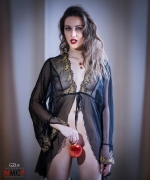 Ref: GZLo - 298. forbidden fruit - (50cm x 70cm) - Photocreation: Gonzalo Villar - Model: Olga Alberti